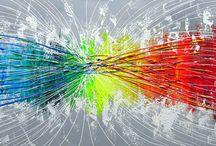 Abstracte schilderijen / Abstracte schilderijen zijn ontstaan omstreeks de 20e eeuw. Het is een manier van kunst waarbij niet altijd duidelijk is wat er wordt uitgebeeld. De schilderijen en kunstwerken kunnen op verschillende manieren geïnterpreteerd worden en veel mensen houden daardoor van deze vorm van kunst. Bij deze kunstrichting zijn vormen, kleuren en lijnen belangrijker dan in andere kunstrichtingen.