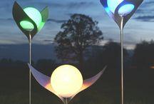 Designer Solarlampen / Die schönsten Solarlampen aus Edelstahl oder Messing mit einer Solarkugel eines deutschen Herstellers mit 2 Jahre Garantie verschönern Ihren Garten Tag und Nacht, das ganze Jahr