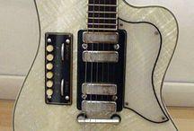 Retro Guitar Beauties / Vintage 6-stringed curves..