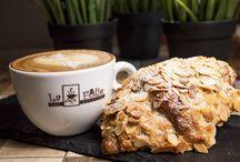 Morning Coffee / #coffeshop #coffeelovers #coffeebreak #coffeetime
