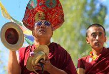 India trip Tibetaanse cultuur en kunst / De India trip Tibetaanse Cultuur en kunst wordt in samenwerking met internationaal Tibetaans kunstenaar, Tashi Norbu, Tibet House Holland en Artfriends ontwikkeld en verzorgd.   We nodigen je uit mee te gaan op deze speciale thema reis en echt in contact te komen met de Tibetaanse bevolking die in India leeft, met hen te praten, samen met hen te eten, Tibetaanse Lama's, monniken en nonnen te ontmoeten en vriendschappen met hen te sluiten. Kloosters te bezoeken, teachings te volgen............
