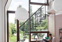 Большие окна с лестницей