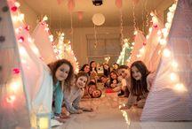 FESTA DO PIJAMA / Meninas Fashion Pink, atrações diferentes, criativas e moderninhas para animar festinhas de meninas. FESTA DO PIJAMA Cabaninhas, colchonetes, travesseirinhos, decoração Meninas Fashion Pink, roupões tapa olho para elas fazerem a festa dos sonhos! 85.99652.5240 85.98431.9736