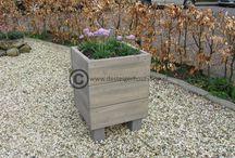 Steigerhouten plantenbakken / Decoratieve plantenbakken geven de tuin of terras een sfeervolle uitstraling.