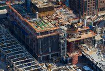 """Z cyklu """"ULMA na świecie"""" - Tower C, Hudson Yards, Nowy Jork, USA / Wieżowiec """"Tower C"""" ma ponad 270 m wysokości i 157 935 m2 powierzchni rozmieszczonej na 47 zróżnicowanych pod względem wysokości kondygnacjach. ULMA Form-Works, Inc. dostarczyła rozwiązania do wzniesienia trzonu budynku o wymiarach 38 m x 17 m, mieszczącego 4 szachty windowe. Projekt deskowań zakładał zastosowanie systemu samowznoszącego ATR, współpracującego z deskowaniem ramowym MEGAFORM i bazującego na strukturach MK, częściowo zmontowanych wcześniej w magazynie."""