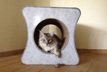 KrabMeubels in Karton / Krabpalen in karton. Katten zijn gek op karton en scherpen er erg graag hun nagels aan!