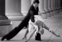 Profesor de salsa en Malaga / Academia de salsa en linea en Malaga  Clases de bailes latinos en Malaga El precio es de 20 euros al mes. Un dia a la semana, dos horas consecutivas ese mismo dia. Horario solo de 9 a 11 de la noche. Menores de 18 o mayores de 60, han de acudir en pareja. La media de edad de los compañeros es de unos 30-40 años.  http://salsasur.com/