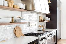 Farmhouse Home Decor / Modern farmhouse decor and home accents to inspire fellow wannabe interior designers. From rustic beams in the living room to subway tile and DIY palette ideas, this board has all things farmhouse covered!
