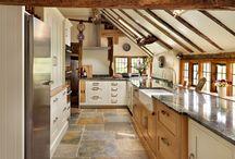 Farmhouse Kitchens / Farmhouse kitchen designs and ideas.