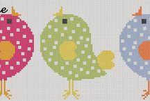 Projetos para experimentar / Trabalhos feitos a mão. Ponto cruz, bordado livre, patch aplique e pedraria em roupas. Além da apreciação pelo crochet.