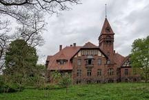 Napachanie - Pałac / Pałac w Napachaniu został wybudowany w 1897 r. dla Rudolfa Griebla. Od 1918 r. pałac był własnością Jerzego Kullaka. Obecnie zamknięty na głucho, prawdopodobnie nie ma właściciela.