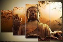 Harmónia vászonképek / A feltöltődésre mindannyian más formában vágyunk: egyesek csak az otthonukban igénylik a zen vászonképeket, mások már munkahelyükön is szeretik harmonikus vászonképekkel körülvenni magukat, és vannak, akik mindenhol pörögnek, de egy kellemes wellness hétvégén azért elnézegetik a Buddha képeket. Engedd, hogy segítsünk nyugalommal körülvenni Magadat – így a hétköznapokat megfelelően gyűrheted Magad alá!