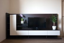 TV-szekrény / Egyedi bútorainkkal igazán elegánssá és kényelmessé varázsolhatja nappaliját, egyben megoldjuk a házimozi vagy a Hi-Fi kábelkötegeinek problémáját is.