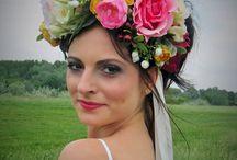 """...svadba ako z rozprávky """"Perinbaba""""... / ...veľa kvetov, koláčov, cukru a romantiky... ...Váš detský sen sa môže stať skutočnosťou..."""
