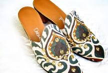 Peacock / Shoes made of vintage linen fabric from San Francisco with brass studs and a golden heel