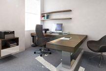 Návrh interiéru kanceláře v Brně / V ředitelské kanceláři nemůže chybět velký a praktický pracovní stůl.