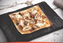 Pizza de queso de cabra, frutos secos y miel grande