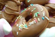 Donuts / Spécialités américaines parmi les plus représentatives en cuisine, colorés, variés, extravagants, ils égayent notre quotidien et réchauffent le coeur