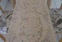 trilhos ou caminhos de mesa em crochê