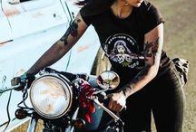 Mujeres, motos