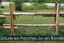 Clôtures en Perches - Étapes d'installation d'une clôture de jardin / Comment construire une clôture rustique en perches. Piquets, poteaux, installation des perches. Étapes photos avec instructions détaillées. Voir le site web.