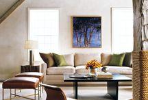 Rustic Modern / Konsep desain yang menggabungkan antara material modern dan material alamiah. Dimana lebih sering digambarkan dengan material kasar tanpa finishing