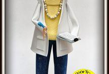 Fofucha Secretaria Cris / Es una secretaria que trabaja en el Hospital Arquitecto Marcide de Ferrol. Va vestida con unos vaqueros, jersey de cuello vuelto y una bata blanca. Esperamos que os guste.
