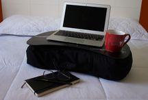 Notebook / Almofada perfeita para o ritmo de vida frenético do dia-a-dia quando carregamos o notebook para todos os ambientes da casa e ficamos conectados 24 horas por dia.