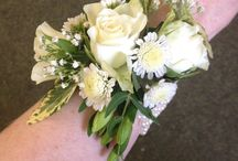 Wedding Corsages / Try a wrist corsage instead of a bridesmaid bouquet, or a pin corsage for the mother of the bride instead of the same buttonhole that the guests have. Something a bit special.