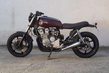 La Bordona / Honda CB Seven Fifty modficada por CRO Motorcycles para convertirse en una moto callejera urbana llamada La Bordona.