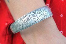 kaiverrusta koruissa / engraved jewelry