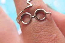 Anéis, cordões e brincos