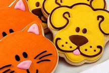 chat et chien sur biscuit en forme
