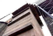 """Zbiornik węgla dla Kopalni """"Bielszowice"""" / W KWK Bielszowice w Rudzie Śląskiej trwa budowa zbiornika na węgiel. Zbiornik wraz ze stropem i podziemnym kanałem będzie miał wysokość 36,6 m oraz pojemność 3000 t. Budowa rozpoczęła się w czerwcu br., a koniec planowany jest na luty 2013 r. Nasza firma dostarcza sprzęt do budowy zbiornika."""