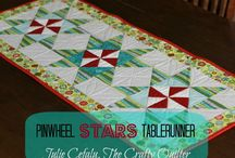 Quilted Christmas Table Runner Tutorials / Quick and Easy Christmas Table Runner Tutorials