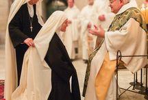 Catholic _ Monks and Nuns / Monachesimo