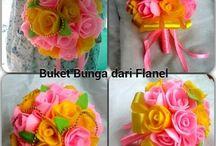 Flower Felt / Buket Bunga tidak akan pernah layu.. dibuat dari kain flanel.. handmade buatan sendiri.. bisa request warna selama persediaan warna masih ada.. masa pembuatan 2-3 hari..  pengiriman dari Bogor info lanjut Pin: 7FAA73E2 / 5EAAFF64 FB: Rere Aqque instagram: @rereaqque 089638387279