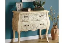 Provincial and painted furniture / Elegant furniture. Shabby chic without the shabby.
