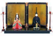 雛人形 / Hina Dolls / 女の子の成長と幸せをお祝いする龍村美術織物の裂地の衣装を身にまとったお人形です。A festival centering on young girls'growth and happiness.Hinamatsuri is celebrated each year on March 3.The Hina dolls possess the power to contain bad spirits.