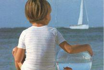 Comment devenir un marin ? / Le ciré, les rayures, le bleu, l'aventure, les paysages... Toutes ces bonnes raisons de ressembler et de vivre comme un marin, ou un moussaillon.