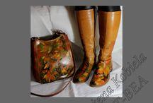 torebki handmade torebki skórzane ,twórczość Kobiela - torby-torebki-buty ze skóry ręcznie malowane / torby / torebki, buty , portfele . wszystkie ze skóry naturalnej 100% - ręcznie malowane barwnikami do skór naturalnych. Wszystkie prezentowane przedmioty i ich powierzchnia malarska jest przystosowana do normalnego , stałego użytkowania, zgodnie z zasadami jakie obowiązują do tego typu wyrobów.
