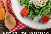 Meal Planning / Meal planning tips and tricks for beginners who want to save money and menu plan on a budget.  Free printable meal planning and shopping list templates for menu planning on a budget weekly or monthly for 2 or even large families.  Simple ideas to meal plan.
