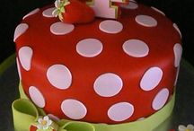 Cake decorating / The art of decorating cakes! / by Lilu