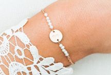 Bridesmaid jewellery and inspiration / Perfect personalised Jewellery for Bridesmaids
