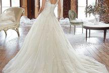 Sophia Tolli wedding dress / Sophia Tolli 2018-as kollekciónk. Próbálható Teréz krt. 39. szám alatti szalonunkban.