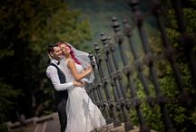 Couple Moments That Must Be Captured At Your Wedding / This gallery of beautiful couples moments during the wedding is sure to give you some inspirational ideas for your wedding album. It might be close up shots, romantic holds, some casual poses or even outdoor photos.