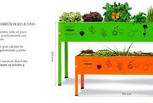 Huerto para niños / Una aproximación al mundo de las verduras, con un componente de juego y de actividad al aire libre.Construir un huerto urbano con tu hijo/a os permitirá tener una actividad lúdica y pedagógica, favoreciendo el conocimiento en la diversidad alimentaria y las reglas de la naturaleza.