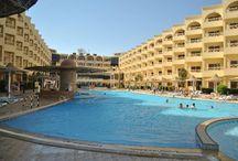 فندق إي إم سي رويال, الغردقة بمصر / يقع على بعد 11 كم فقط من مدينة الغردقة ويبعد 17 كم عن مطار الغردقة الدولى