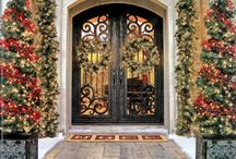 Dressing up your front door with the seasons / Decorating your home's front door to change with the seasons, can be fun and really make a huge impact.