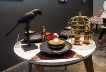 """Reto Club Colombia / Se realizó el """"Reto Club Colombia"""", cuyo objetivo era crear un kit de mesa (Servilleta, servilletero, individual y porta vasos), inspirados en las tres cervezas de la marca, el cual debía ser diseñado por el artesano en conjunto con el diseñador."""